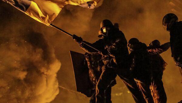 Столкновения протестующих с милицией в центре Киева - Sputnik Mundo