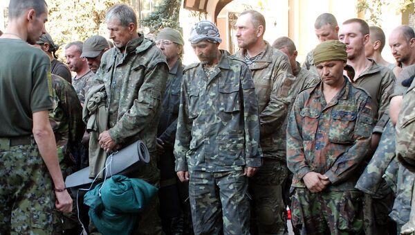 Militares ucranianos sacados de la bolsa de Ilovaisk. Agosto de 2014 - Sputnik Mundo