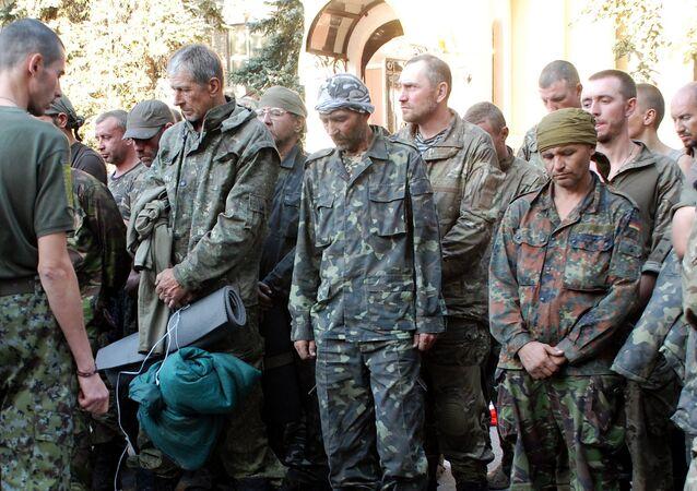 Militares ucranianos sacados de la bolsa de Ilovaisk. Agosto de 2014