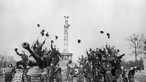 Soldados soviéticos en Berlín, 9 de mayo 1945 - Sputnik Mundo