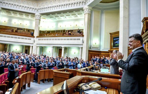 La primera reunión del nuevo Parlamento ucraniano se celebrará a finales de noviembre - Sputnik Mundo