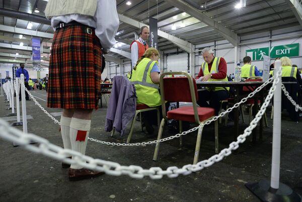 Los partidarios de la unión británica adelantan en una región de Escocia - Sputnik Mundo