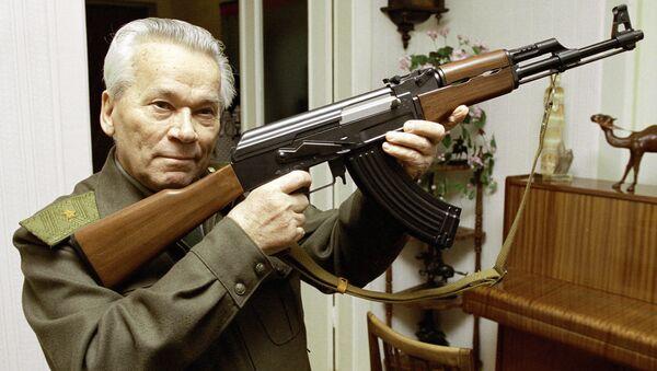 Mijaíl Kaláshnikov, diseñador del fusil de asalto AK-47 (Archivo) - Sputnik Mundo