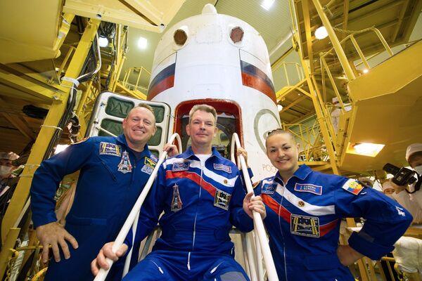 Barry Wilmore, Alexandr Samokutáev y Elena Serova - Sputnik Mundo
