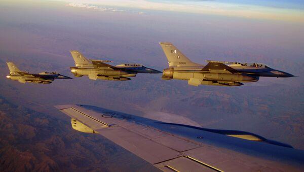 Fuerzas pakistaníes eliminan una veintena de terroristas - Sputnik Mundo