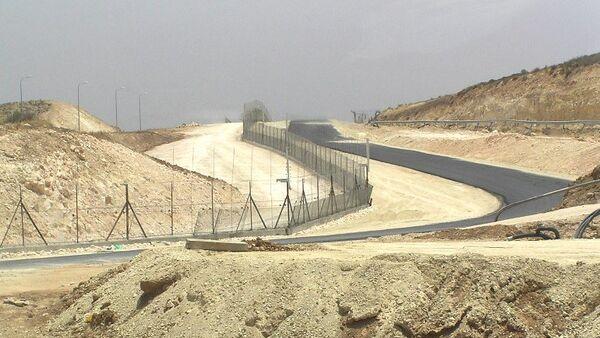 Construcción de una valla a lo largo de la frontera entre Israel y Jordania (Archivo) - Sputnik Mundo