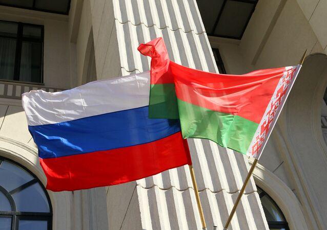 Las banderas de Rusia y Bielorrusia