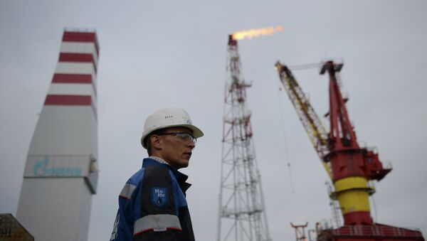 Una refinería de petróleo en Rusia (archivo) - Sputnik Mundo