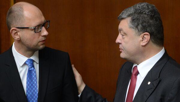 Primer ministro de Ucrania, Arseni Yatseniuk y presidente, Petró Poroshenko - Sputnik Mundo