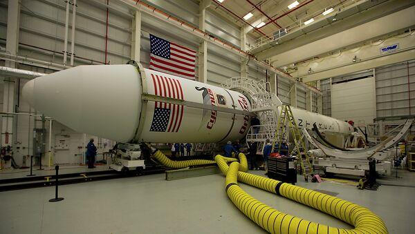 Cohete Antares con la nave de carga Cygnus - Sputnik Mundo