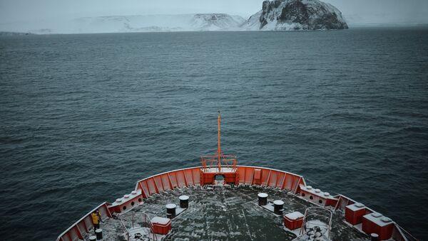 Rompehielos ruso realizará número récord de cruceros turísticos al Polo Norte en 2015 - Sputnik Mundo
