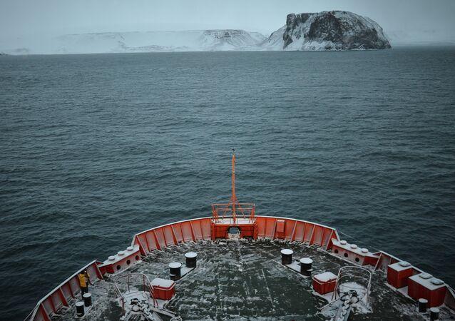 Rompehielos ruso realizará número récord de cruceros turísticos al Polo Norte en 2015