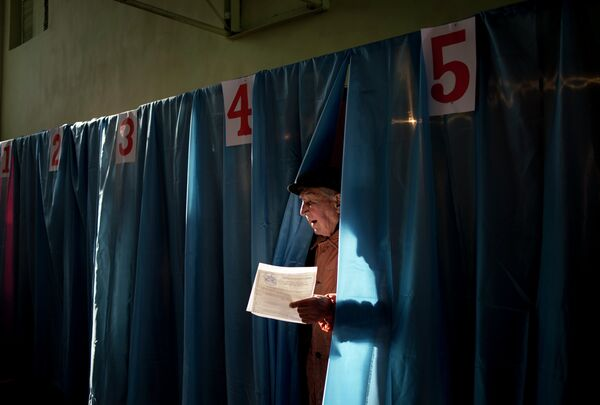 """Las elecciones en Donbás fueron """"necesarias"""", dice experto español - Sputnik Mundo"""