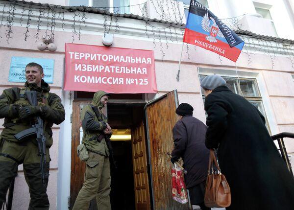 Confirman la visita de funcionarios de la OSCE a un colegio electoral de Donetsk - Sputnik Mundo