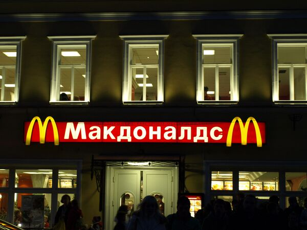 Autoridades sanitarias rusas cierran otros seis restaurantes de McDonald's - Sputnik Mundo