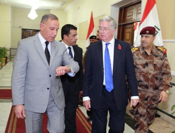 Ministro de Defensa del Reino Unido, Michael Fallon, y ministro de Defensa de Irak, Khaled al-Obeidi - Sputnik Mundo