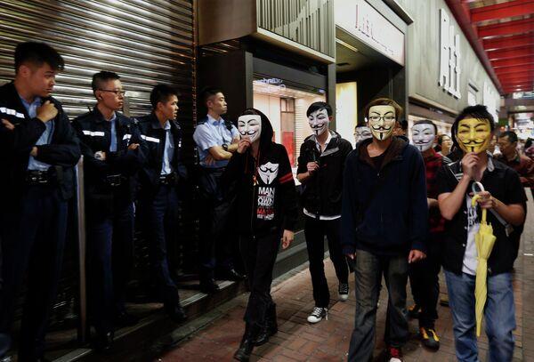 Nuevos enfrentamientos entre estudiantes y policía en Hong Kong - Sputnik Mundo