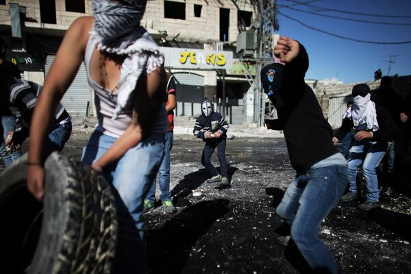 Grupos de palestinos se enfrentan a la policía en Jerusalén este - Sputnik Mundo