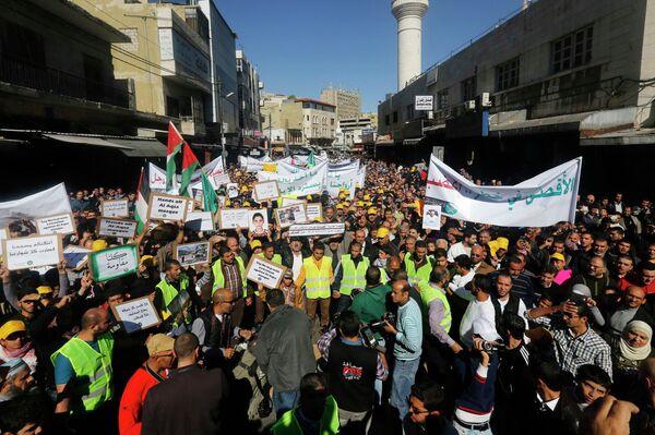 Miles de manifestantes piden en Jordania que se cancele el acuerdo de paz con Israel - Sputnik Mundo
