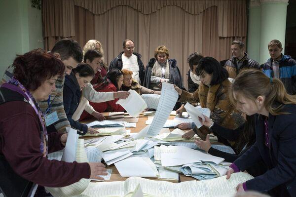 El Frente Popular gana las parlamentarias en Ucrania tras el escrutinio final - Sputnik Mundo