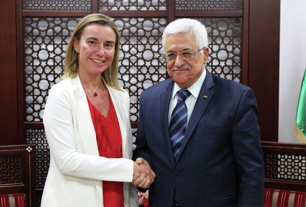 Alta representante de la Unión para Asuntos Exteriores y Política de Seguridad, Federica Mogherini y presidente de Palestina, Mahmud Abás - Sputnik Mundo