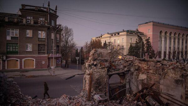 Calles destruidas en Lugansk - Sputnik Mundo
