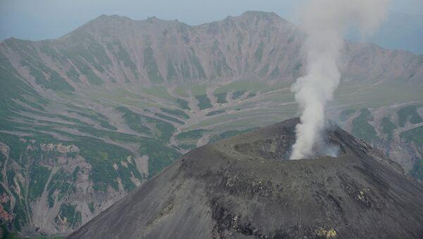 Вулкан Карымский на Камчатке - Sputnik Mundo