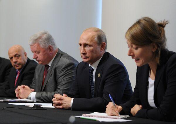 Vladímir Putin, presidente de Rusia (C) - Sputnik Mundo