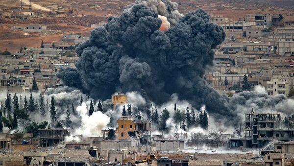 La coalición internacional lanza 30 ataques contra el EI en Irak y Siria en tres días - Sputnik Mundo
