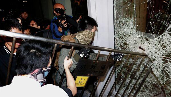 Nuevos enfrentamientos en Hong Kong - Sputnik Mundo