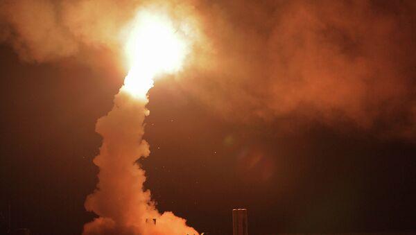 Lanzamiento de los misiles antiaéreos S-400 'Triumf' - Sputnik Mundo