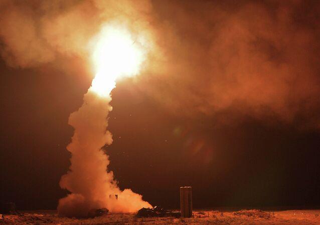 Lanzamiento de los misiles antiaéreos S-400 'Triumf'