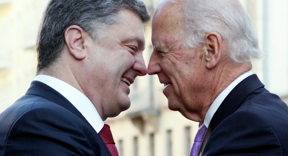 Presidente de Ucrania, Petró Poroshenko (izda,) y vicepresidente de EEUU, Joe Biden