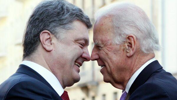 Joseph Biden, vicepresidente de EEUU, y Petró Poroshenko, presidente de Ucrania - Sputnik Mundo
