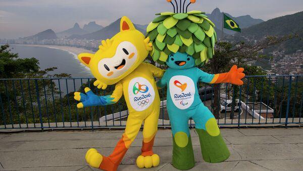 Mascotas de los Juegos Olímpicos en Río de 2016 fotografiados en la playa de Copacabana - Sputnik Mundo