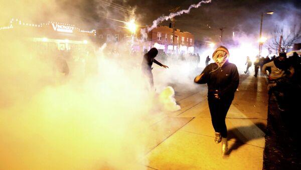 Disturbios en EEUU tras el fallo del tribunal sobre el caso del asesinato en Ferguson - Sputnik Mundo