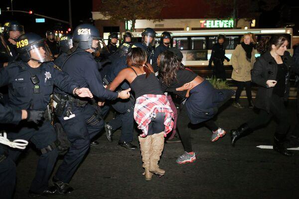 Detención de manifestantes en Ferguson - Sputnik Mundo