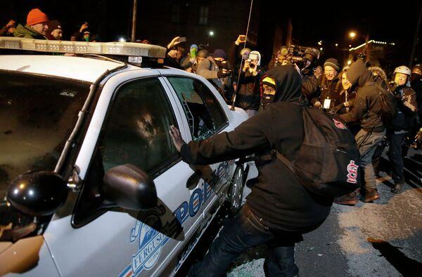 Liberan a una productora de agencia de vídeo de la cadena rusa RT en Ferguson - Sputnik Mundo