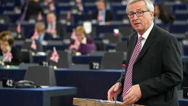 European Commission President, Luxembourg's Jean-Claude Juncker addresses the European Parliament to present a plan on growth, jobs and investment, in Strasbourg, November 26, 2014 - Sputnik Mundo