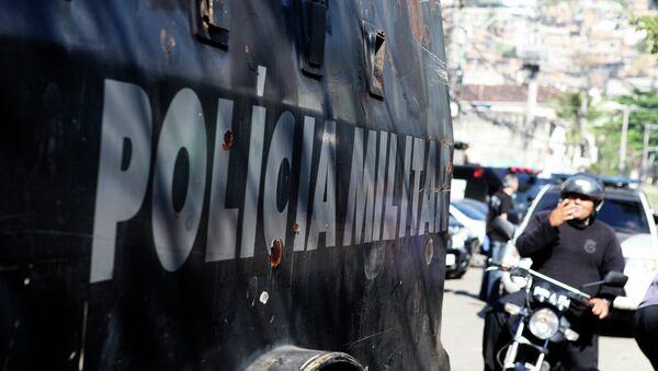Policìa en una de las favelas de Río de Janeiro - Sputnik Mundo