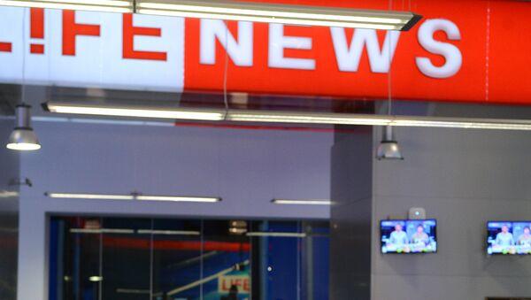 Corresponsal del canal televisivo ruso LifeNews es víctima de una golpiza en Kiev - Sputnik Mundo