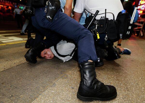 La policía detiene a once manifestantes en Hong Kong - Sputnik Mundo