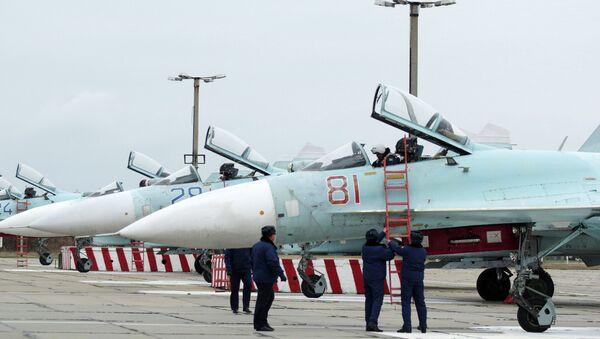 Самолеты Су-27 СМ, прибывшие в расположение 62-го истребительного авиаполка 27-й смешанной авиадивизии ВВС России, базирующийся на аэродроме Бельбек под Севастополем - Sputnik Mundo