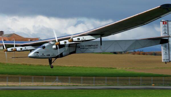 El avión Solar Impulse 2 aterriza en la India - Sputnik Mundo