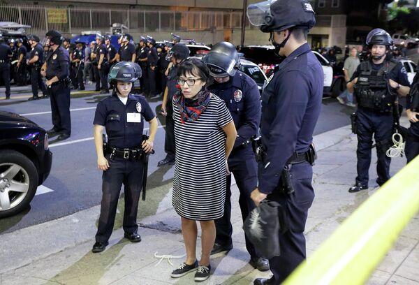 La policía de EEUU detuvo a 15 manifestantes en Ferguson - Sputnik Mundo