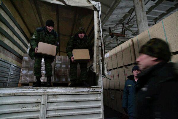 Se concluye otra etapa del suministro de carga humanitaria a Donbás - Sputnik Mundo