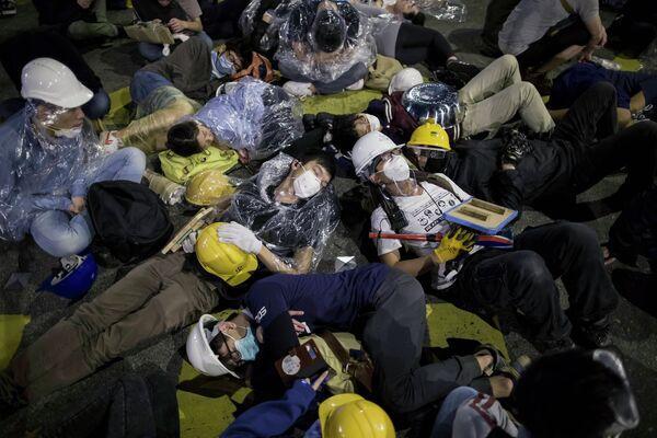 Cuarenta detenidos tras una noche de caos en Hong Kong - Sputnik Mundo