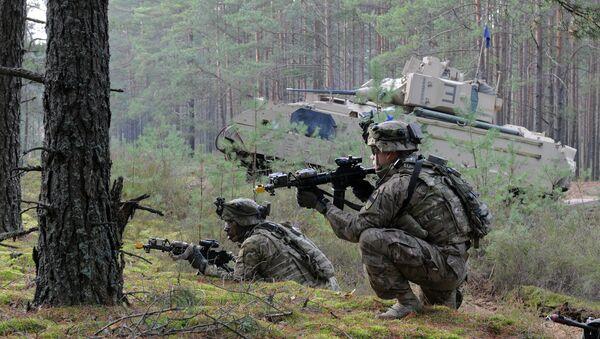 Militares de la OTAN durante las maniobras en Lituania - Sputnik Mundo
