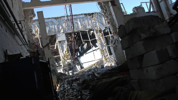 Aumenta hasta 567 el número de infraestructuras destruidas por los bombardeos en Donbás - Sputnik Mundo