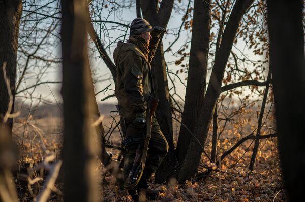 Militares ucranianos e independentistas de Lugansk confirman el alto el fuego - Sputnik Mundo